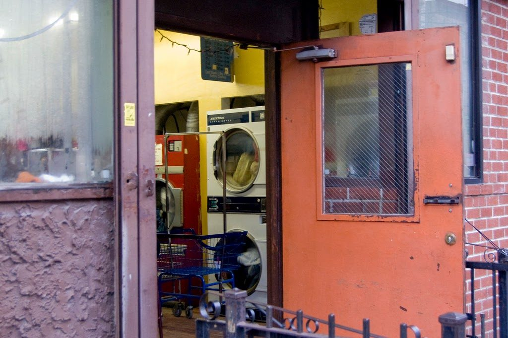 A guide to doing laundry in nyc tracys new york life dont hang out in a tiny laundromat if you live close by solutioingenieria Gallery