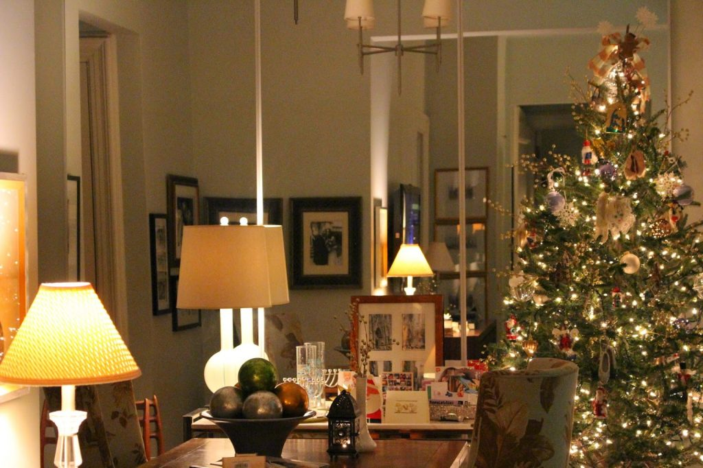 holiday decorating in small spaces my nyc apartment at christmas. Black Bedroom Furniture Sets. Home Design Ideas