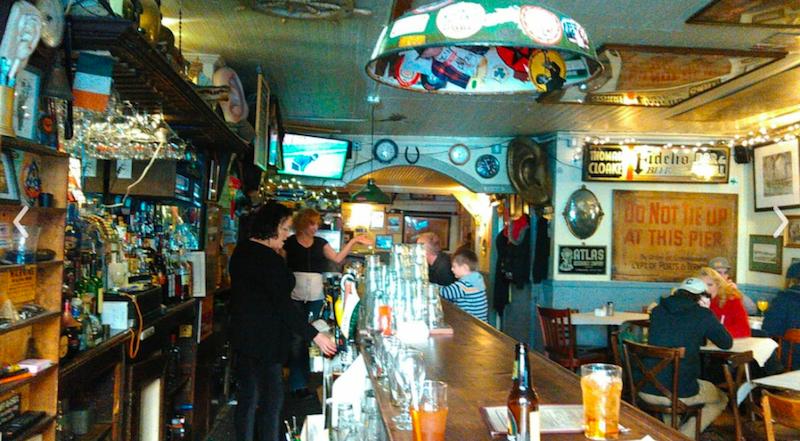 5 Cozy Bars In Nyc New York Nightlife Tracy 39 S New York Life